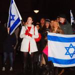 Kép: szombat.org - Annika Hernroth-Rothstein fehér kabátban középen