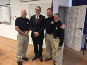 Szalai Kálmán (balról a második) és az FBI szakértői